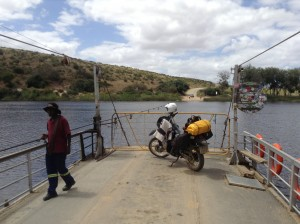 Kaapstad tours river crossing.